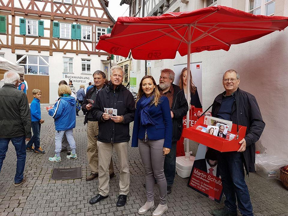 Info-Stand mit Bundestagskandidatin Jasmina Hostert